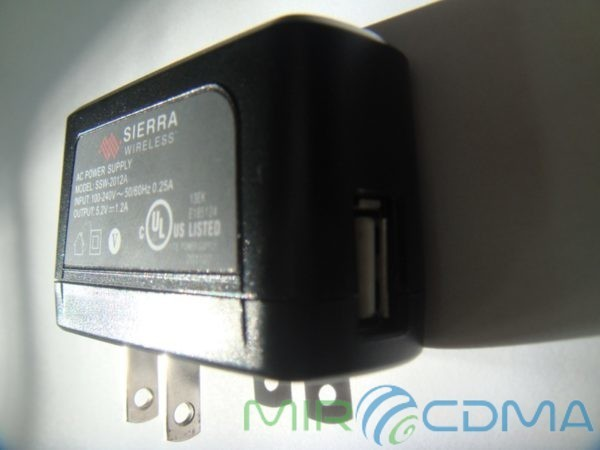 Сетевое зарядное устройство Sierra W801, W802 SSW-2012 1.2A